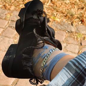 Overvejer at sælge mine Ganni sneakers, da jeg ikke får dem brugt nok. Forbeholder mig dog retten til ikke at sælge, hvis ikke rette pris bliver budt 🖤