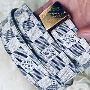 Flot Louis Vuitton bælte i Damier azur. Rigtig fin stand. Kvittering haves ikke. Er verificeret i LV Kbh. Str 95.