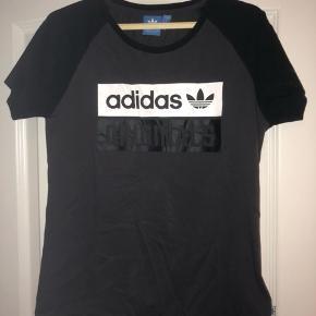 Næsten ubrugt Adidas T-shirt i str S  Nypris 199 kr