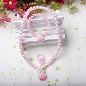 Sødeste sæt bestående af perlehalskæde, armbånd og ring, nyt og ubrugt.