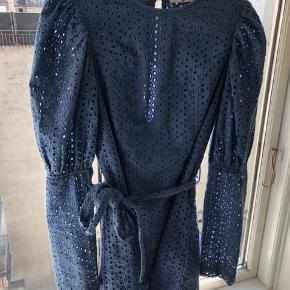 Na-kd kjole str. 36/small (lille i str. - passer derfor bedre en 34/x-small) - brugt 1 gang. BYD   Mængderabat hvis du køber flere ting ☺️