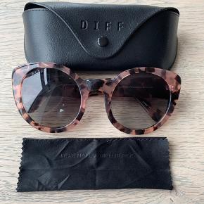 DIFF Luna-solbriller, aldrig brugt. Sælges med etui samt pudseklud. Original pris 1299kr.