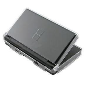 NINTENDO - NYT NINTENDO DS - BESKYTTELSES ETUI - KLART HÅRDT AKRYL - BESKYTTER MOD SLAG/RIDSER.  TIL NINTENDO DSI . - ALLETIDERS BESKYTTELSES ETUI.  passer til nintendo DS UDEN KAMERA.   Hard Case Cover er et stenhård plastik etui til Nintendo DSI. Det transportable etui har masser af alsidige funktioner og et banebrydende design der gør det muligt at bruge alle knapper.    Hvad enten du benytter en sort, hvid eller lyserød Nintendo DS - får du er fantastisk look i denne æske.    Skulderknapperne er fuldt tilgængelige uden at man skal tage DS'en ud af etuiet.    Finesser & funktioner  -Et stort set brudsikkert etui af polykarbonat til beskyttelse af enheden  -Fordi etuiet er designet så du har adgang til skulderknapperne, kan du bruge DS' en selvom den sidder i etuiet  -Etuiet har en praktisk og sikker lukning, så DS'en sidder godt fast  KUN SALG - IKKE BYTTE.  PRIS 99,-KR. INCL. PORTO(SENDES I BOBLEKUVERT SÅ DEN IKKE TAGER SKADE UNDER TRANSPORTEN.)  DS BESKYTTELSES ETUI - UNDGÅ RIDSER/SLAG 99,-KR. INCL. PORTO Farve: -
