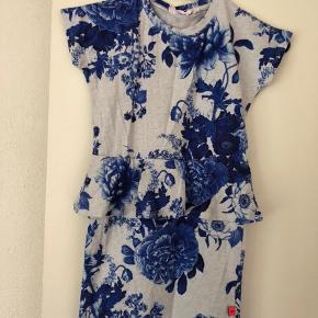 Porcelains flowers kjolen fra Molo i str. 122/128. Brugt få gange, fremstår næsten som ny