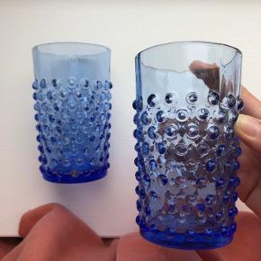 Anna von lipa mundblæste glas i farven 'kongeblå/lyseblå'. Fejler intet, helt nye. Nypris på de to glas er købt for 130kr stk.  samlet værdi 260.