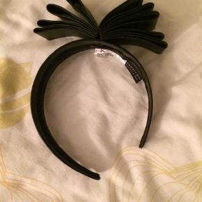 Varetype: Hårbøjle Størrelse: M Farve: Sort  Har bare ligget, sort læder.
