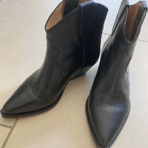 Super lækre støvler - kun brugt 2 gange. Model Dewina  Sort glat læder