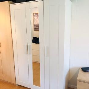 Garderobeskab BRIMNES, 3 døre, med spejl i midten, hvid, 117x190cm