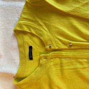 Smuk sol-gul cardigan, brugt få gange. :)