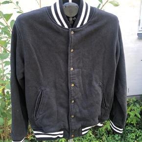 Lækker jakke fra American Apparel i str L Byd gerne