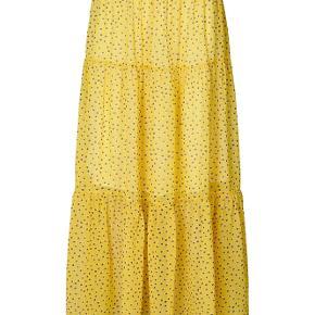 Sælges da jeg ikke får den brugt.  Flot gul lang nederdel, model Bonny skirt ☀️