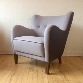 Lænestol ompolstret i kvadrat uld for et par år siden. Næsten ingen slidtage. Siddehøjde 43cm.