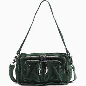 Nunoo taske i størrelsen alimakka Fejler absolut ingenting:))