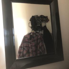 Kartell Francois Ghost sort lille 65x79x5,7 Fremtræder fuldstændigt som nyt Perfekt til entre eller værelse Nypris 2750,- Skal afhentes - sender ikke