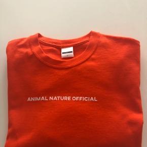 Animal Nature Official T-shirt. Kan sendes mod betaling af porto kr. 40,00 med DAO.