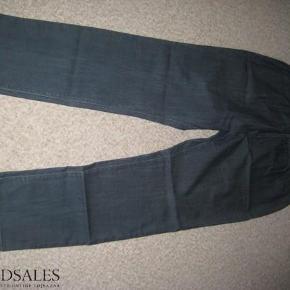 Varetype: NYE Denim Leggings Farve: Denim Oprindelig købspris: 270 kr.  NYE smarte denim leggings str. 48 med elastik i taljen.  Mindsteprisen er kr. 125+porto.  Jeg bytter ikke.
