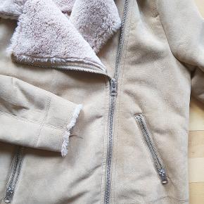 H&M jakke m. foer - størrelse 38