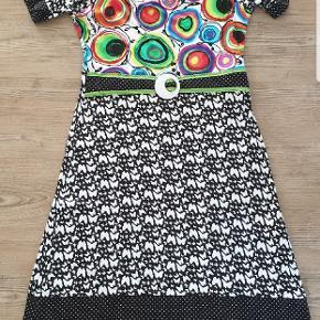 Flot kjole fra margot, der er gået en lille syning i ryggen