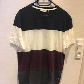 Helt ny T-Shirt fra Minimum. Stadig med prismærke