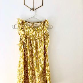 Super fin hvid/guld kjole fra PDL. Aldrig brugt.
