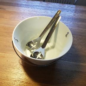 Sælger min store salat skål fra Eva solo med tilhørende bestik. Brugt 2-3 gange. Udgået model.