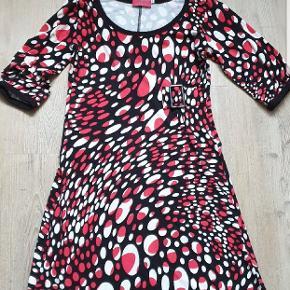 Flot kjole fra margot, fin stand, der er fjernet en krave derpå, ses ikke