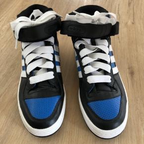 Adidas sneakers str. 41 1/3, aldrig brugt 🤘🏻  Kan sendes