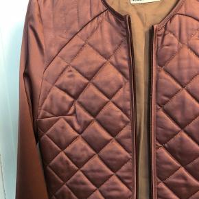 Smuk jakke overdel cardigan quilted fra bup. Aldrig brugt.