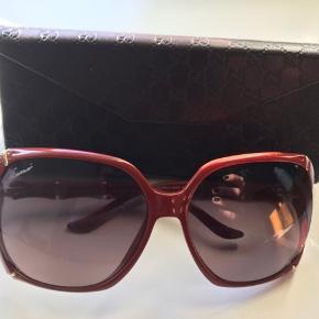 Fineste solbriller. Ikke brugt mange gange. Købt hos optiker i Aalborg. Ny pris 2485 kr.  Bud fra 800pp