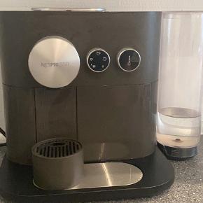 BYD gerne! Vildt god kaffemaskine ved navn: Nespresso Expert kapselmaskine D80GREY. Fungerer helt som den skal.  Sælges da vi er begyndt på filterkaffe.  Ikke mere end et halvt år gammel 😊