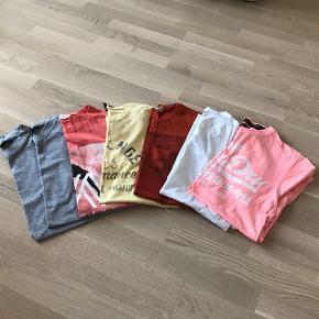 7 assorterede t-shirts til mænd.  De fleste er brugt få gange og nogle er ubrugte.   Mærker fra Superdry, Peak Performance, H&M, Marcus  Str. S/M