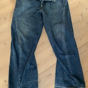 Levi's Engineered Jeans str. 36. Bruger selv 32/32 og vil vurdere dem til en w33/L34. Baggy 90'er jeans.