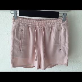 Helt nyt shorts fra h&m (fejlkøb) Størrelse: 36 Farve: sart rosa