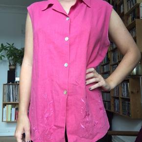 Pink vintage skjorte med fin blomster detalje 🌸  I rigtig god stand!