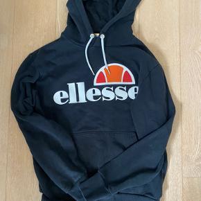 Ellesse hoodie  Str S, mørkeblå Byd