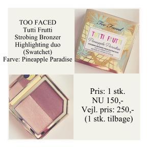 Brand: Too Faced Varetype: Bronzer Highlighting duo Farve: Pineapple Sun  Kun swatchet - stadig i æske ☀️