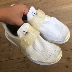 Nike Sock Dart i hvid Størrelse 38, normale i størrelsen. Måler 24cm
