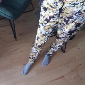 Fine blomster bukser , super lækre at havde på til sommer 🥰