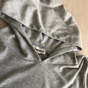 Lækker hoodie fra Costbart   Perfekt stand!  Bytter desværre ikke..