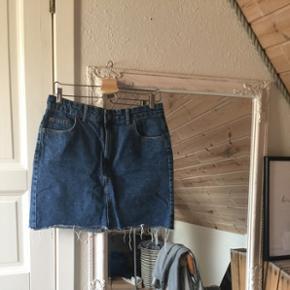 Sælger den bedste denim nederdel fra BershkaStr 40 Køber betaler fragt 😜🌻