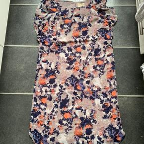 Fin kjole som desværre ikke passer nypris 600kr