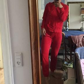 Rødt veloursæt❤️
