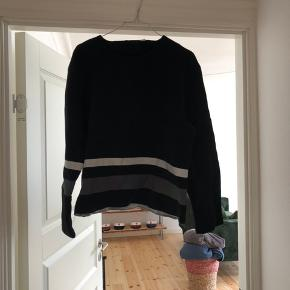 Fin Alexander Wang trøje/bluse. Den er brugt men stadig i fin stand :))