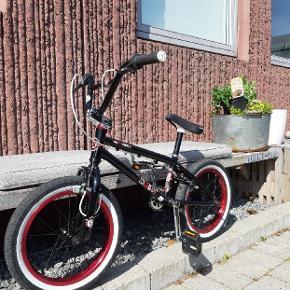 Super fed BMX til børn i alderen 6-10år.  16 tommer hjul. Står næsten som ny.