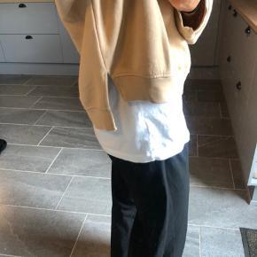 Fed sweatshirt. Str. m Byd
