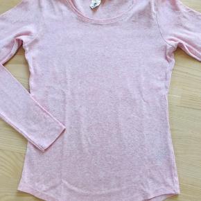 Lækker blød t-shirt med lange ærmer fra H&M L.O.G.G  Tætsiddende model En blanding af bomuld og elastan