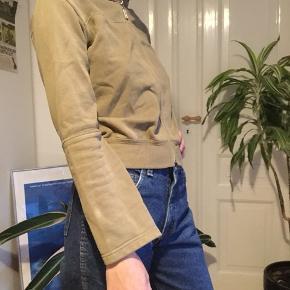 Fed armigrøn hættetrøje fra Zenet. Med vide i ærmerne. 170kr inkl er budt -tjek min profil ud-