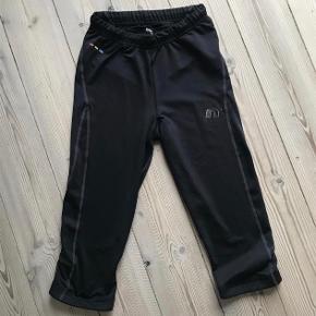 Varetype: løbe tights 3/4 Størrelse: xs Farve: sort  Bytter ikke