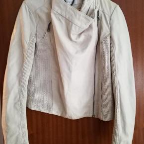 Handler helst Mobilepay ellers betaler køber gebyr Aalborg sø  skind jakke og nederdel Farve: se billeder