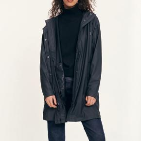 Rain coat in perfect shape. Comes with a waist belt.